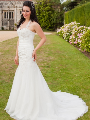 Wedding Dress Hire on Rapunzel   A Great Wedding Dress For Sale   Hire   The Dress Co