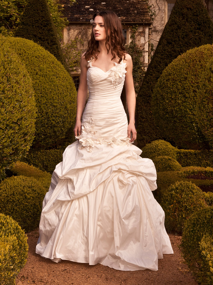 Designer wedding gown rental las vegas wedding dresses asian for Wedding dresses for rent las vegas